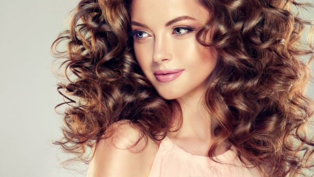 S.O.S. for greasy hair. Home treatments & the best cosmetics
