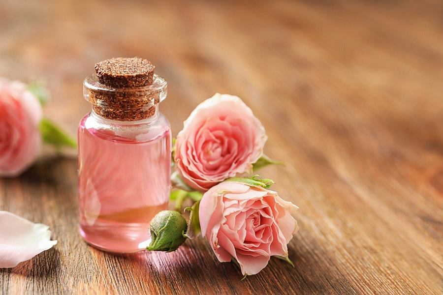 benefits-of-floral-water-for-skin.jpg